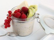 Appel-Kaneel overnight oats met fruit